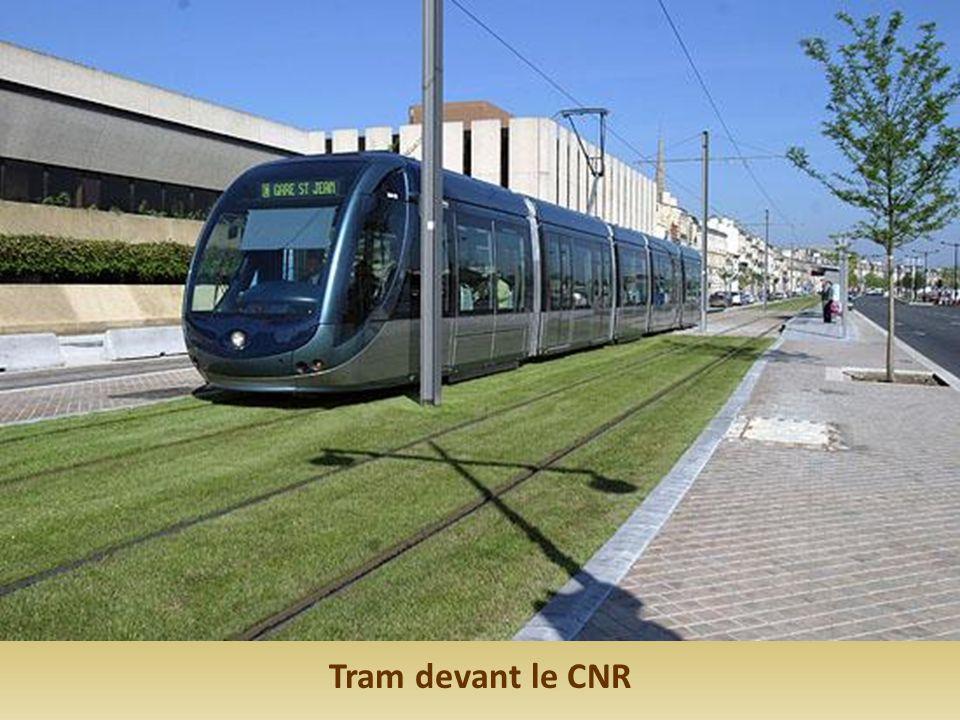 Tram devant le CNR