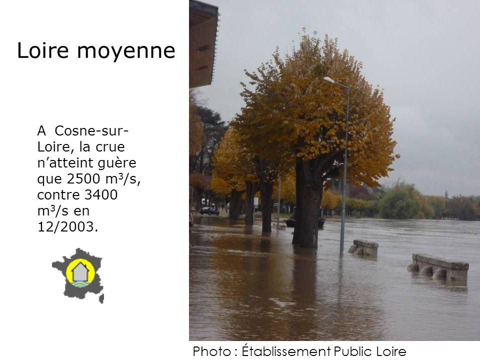 Loire moyenne A Cosne-sur-Loire, la crue n'atteint guère que 2500 m3/s, contre 3400 m3/s en 12/2003.