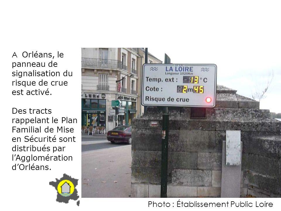A Orléans, le panneau de signalisation du risque de crue est activé.