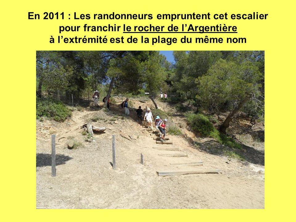 En 2011 : Les randonneurs empruntent cet escalier pour franchir le rocher de l'Argentière à l'extrémité est de la plage du même nom