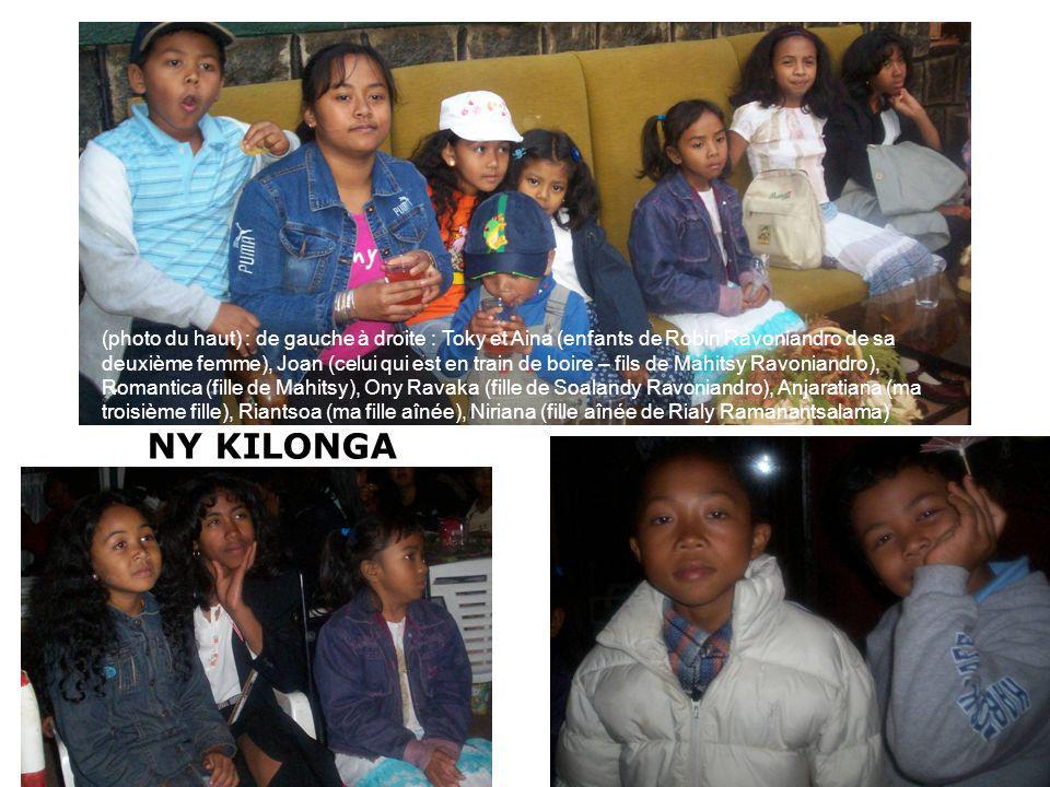 (photo du haut) : de gauche à droite : Toky et Aina (enfants de Robin Ravoniandro de sa deuxième femme), Joan (celui qui est en train de boire – fils de Mahitsy Ravoniandro), Romantica (fille de Mahitsy), Ony Ravaka (fille de Soalandy Ravoniandro), Anjaratiana (ma troisième fille), Riantsoa (ma fille aînée), Niriana (fille aînée de Rialy Ramanantsalama)