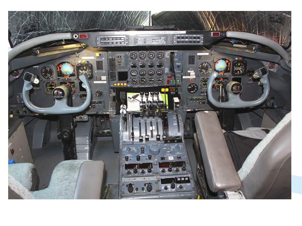 Chaleureusement accueilli par le capitaine, au prénom prédestiné de Douglas, j'ai pu prendre ces quelques photos du poste de pilotage, en tous points d'origine, bien différent mais combien plus beau que les « glass cockpit » actuels!!!