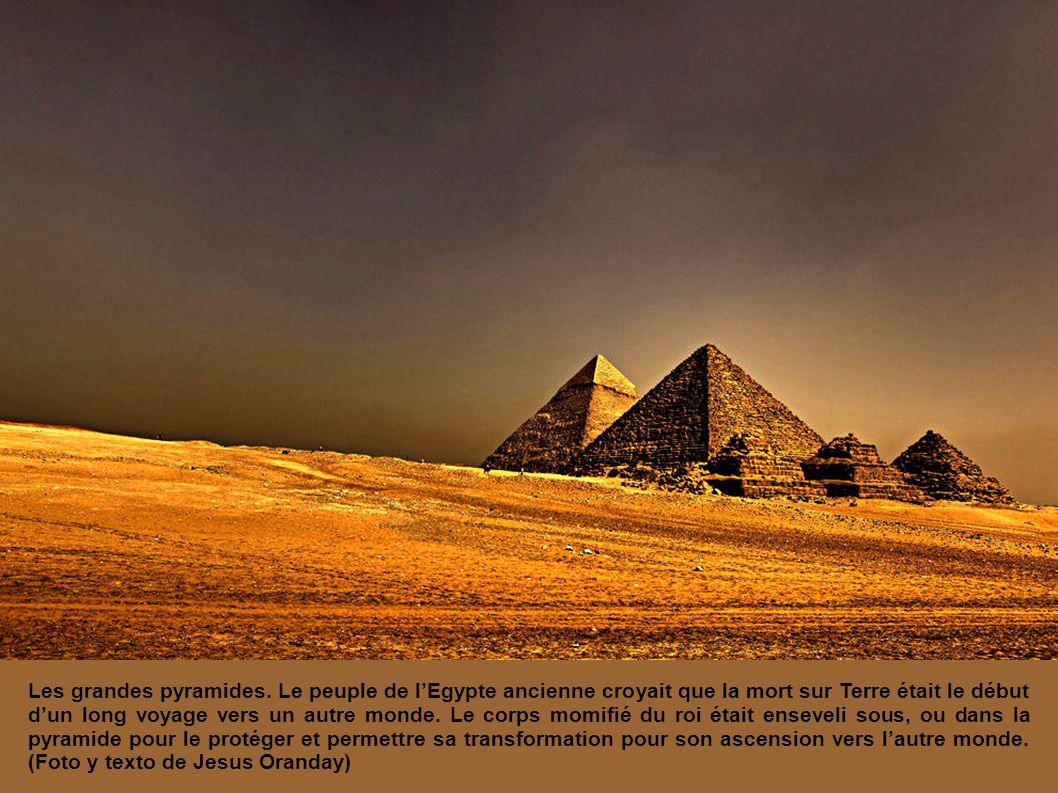 Les grandes pyramides.