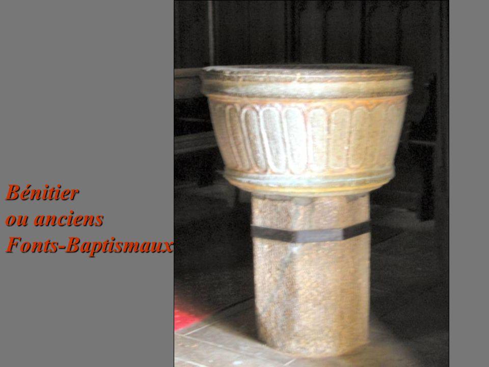 Bénitier ou anciens Fonts-Baptismaux