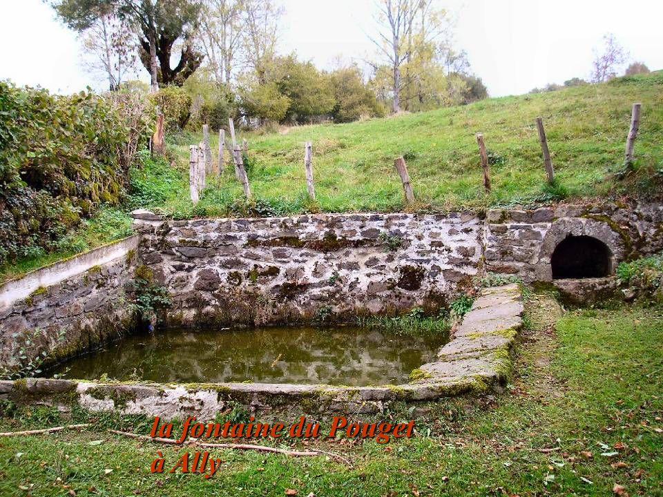 la fontaine du Pouget à Ally