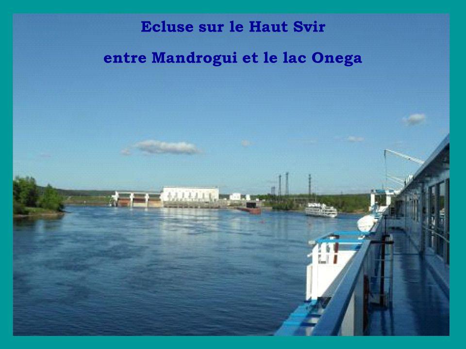 Ecluse sur le Haut Svir entre Mandrogui et le lac Onega