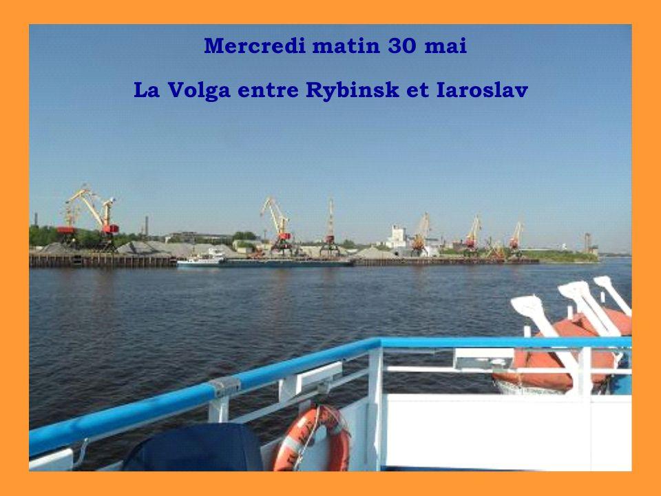 Mercredi matin 30 mai La Volga entre Rybinsk et Iaroslav