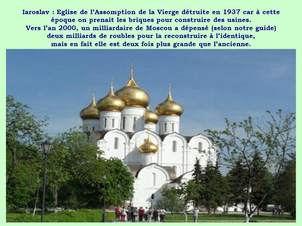 Iaroslav : Eglise de l'Assomption de la Vierge détruite en 1937 car à cette époque on prenait les briques pour construire des usines.