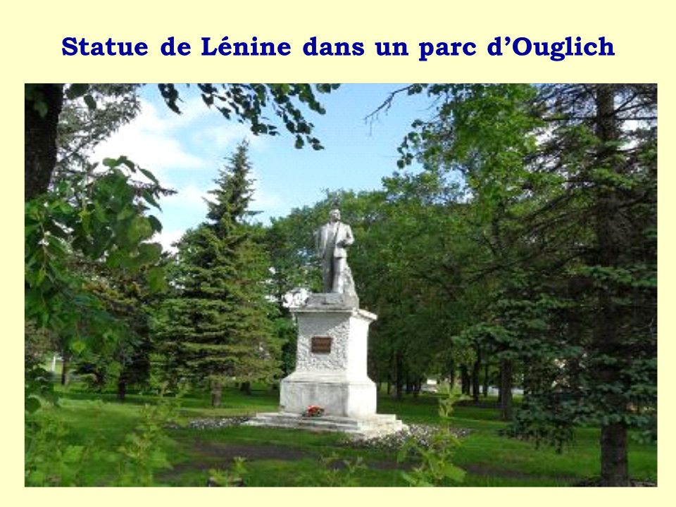 Statue de Lénine dans un parc d'Ouglich