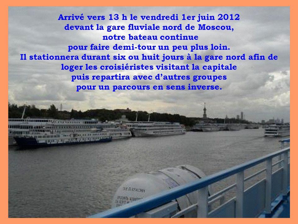 Arrivé vers 13 h le vendredi 1er juin 2012 devant la gare fluviale nord de Moscou, notre bateau continue pour faire demi-tour un peu plus loin.