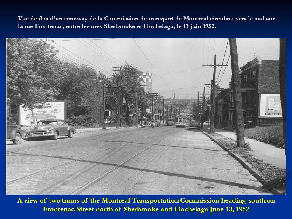 Vue de dos d'un tramway de la Commission de transport de Montréal circulant vers le sud sur la rue Frontenac, entre les rues Sherbrooke et Hochelaga, le 13 juin 1952.
