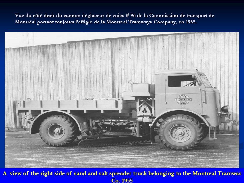 Vue du côté droit du camion déglaceur de voies # 96 de la Commission de transport de Montréal portant toujours l'effigie de la Montreal Tramways Company, en 1955.
