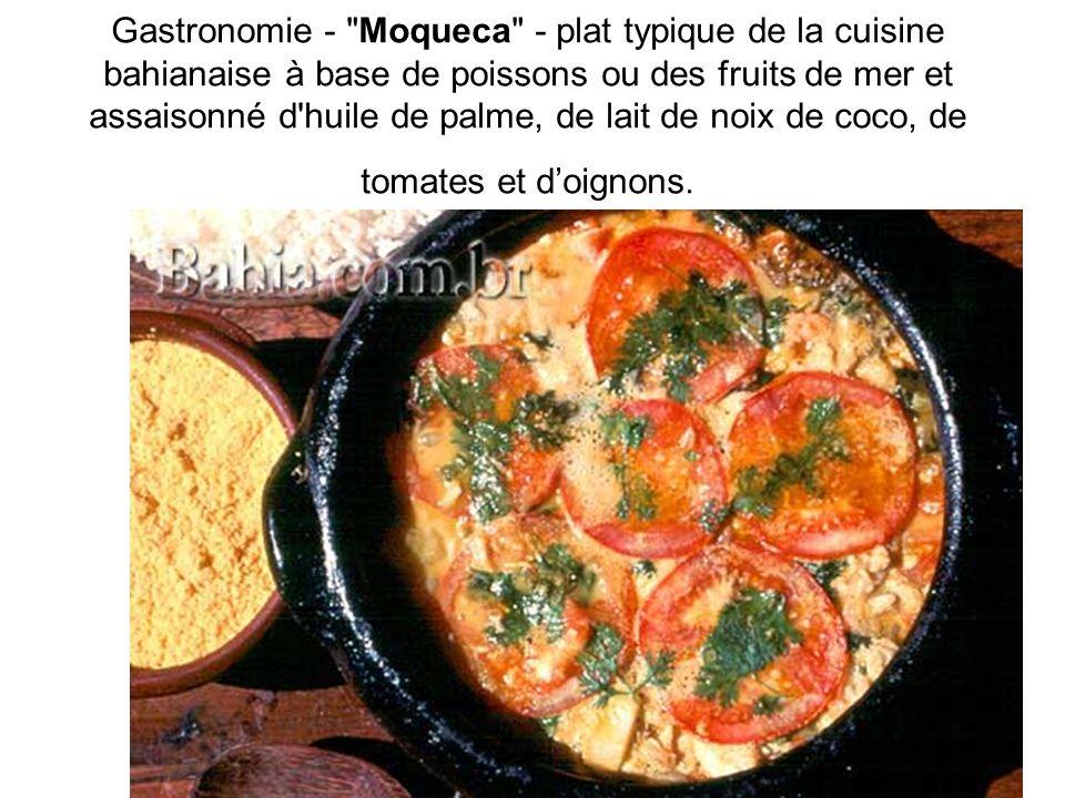 Gastronomie - Moqueca - plat typique de la cuisine bahianaise à base de poissons ou des fruits de mer et assaisonné d huile de palme, de lait de noix de coco, de tomates et d'oignons.