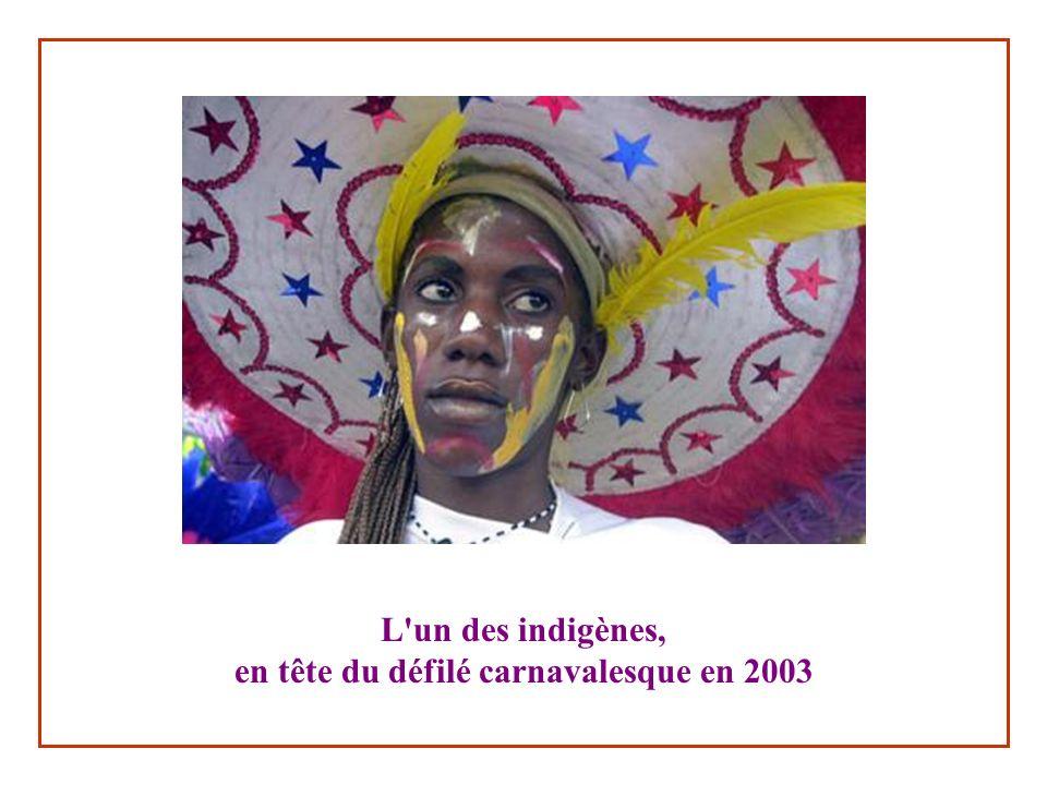 L un des indigènes, en tête du défilé carnavalesque en 2003