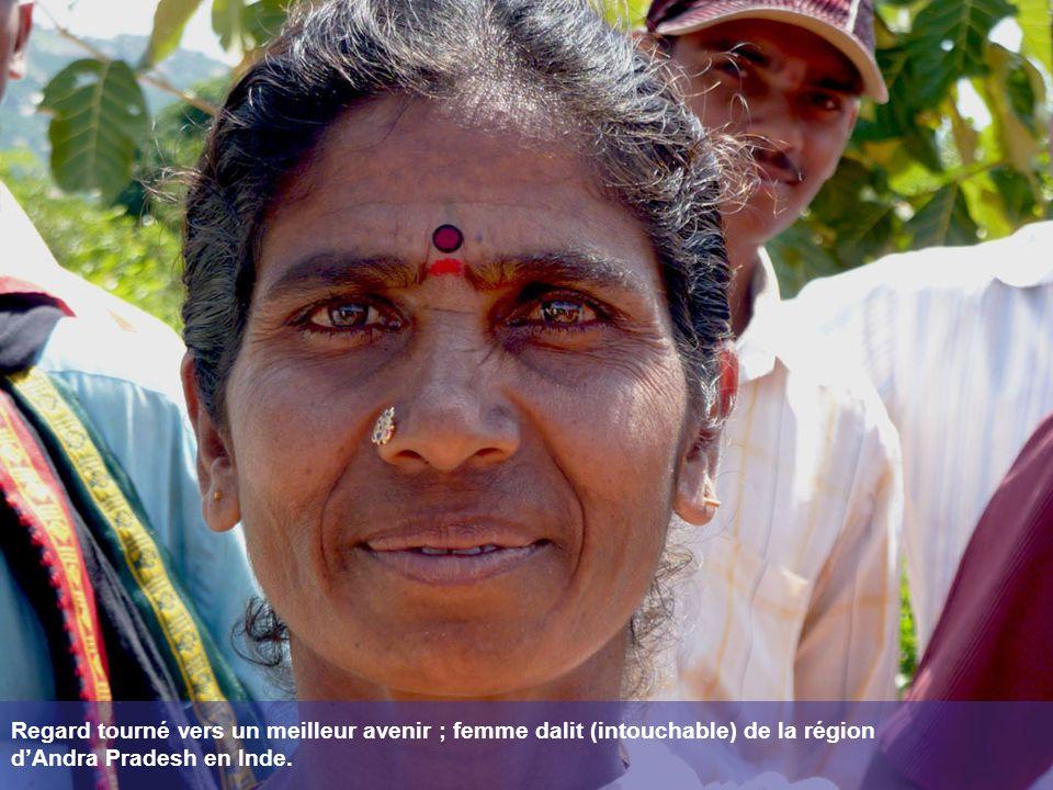 Regard tourné vers un meilleur avenir ; femme dalit (intouchable) de la région d'Andra Pradesh en Inde.