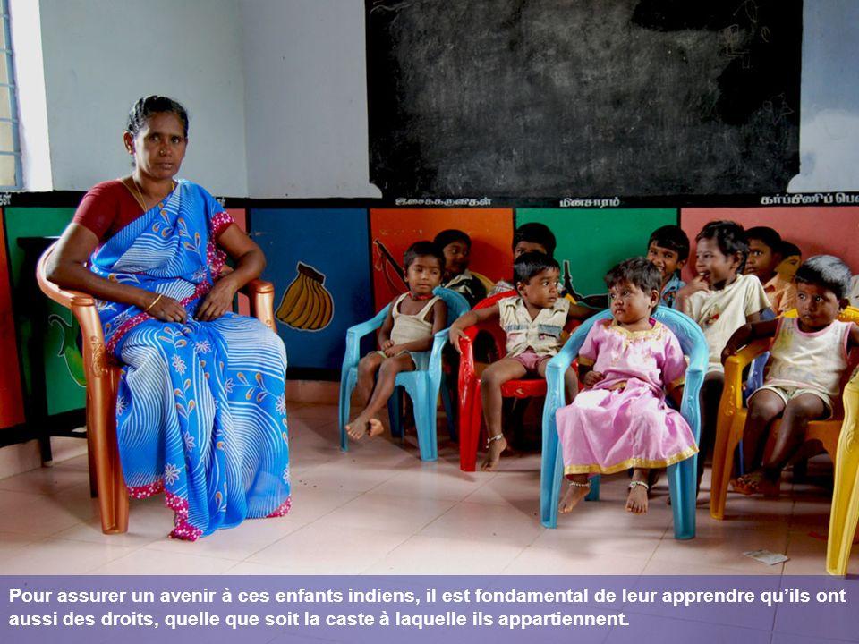 Pour assurer un avenir à ces enfants indiens, il est fondamental de leur apprendre qu'ils ont aussi des droits, quelle que soit la caste à laquelle ils appartiennent.