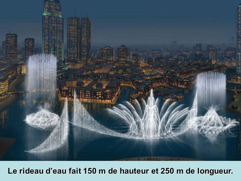 Le rideau d'eau fait 150 m de hauteur et 250 m de longueur.