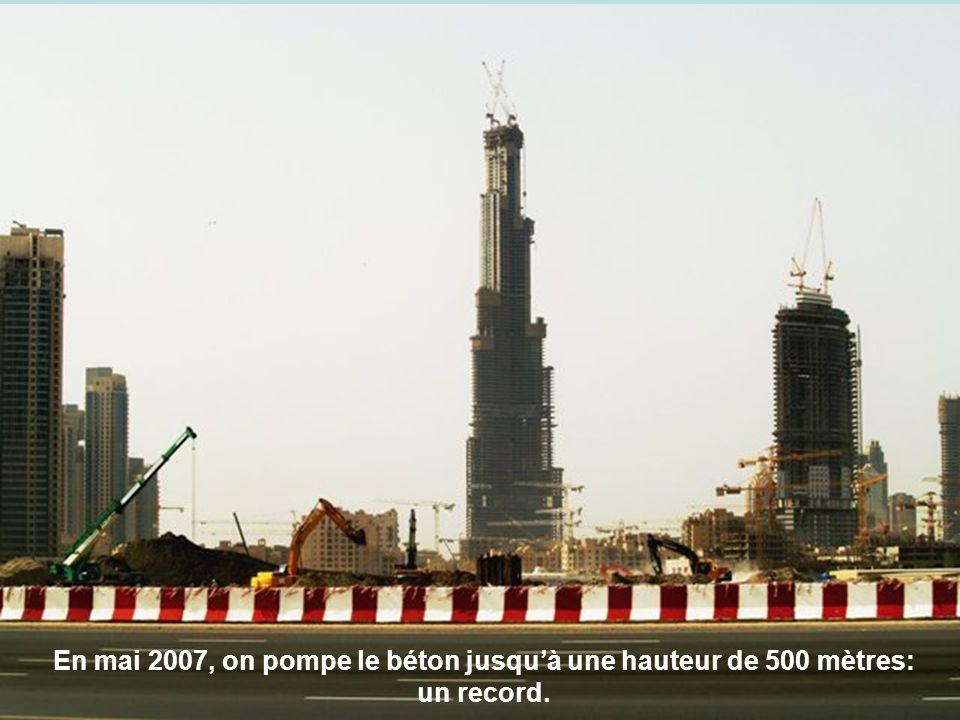 En mai 2007, on pompe le béton jusqu'à une hauteur de 500 mètres: un record.