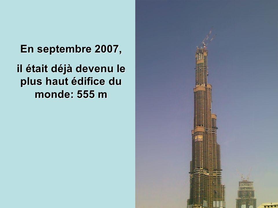 il était déjà devenu le plus haut édifice du monde: 555 m
