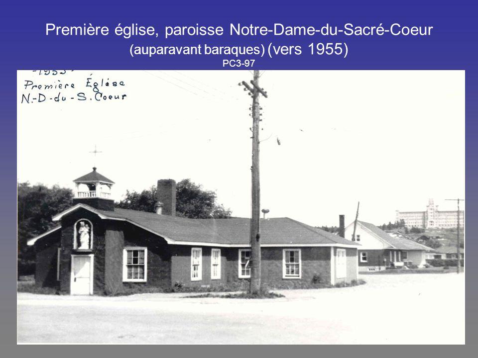 Première église, paroisse Notre-Dame-du-Sacré-Coeur (auparavant baraques) (vers 1955) PC3-97