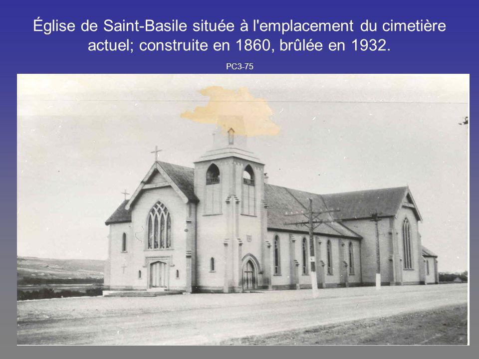 Église de Saint-Basile située à l emplacement du cimetière actuel; construite en 1860, brûlée en 1932.
