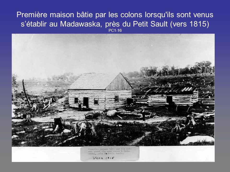 Première maison bâtie par les colons lorsqu ils sont venus s'établir au Madawaska, près du Petit Sault (vers 1815) PC1-16