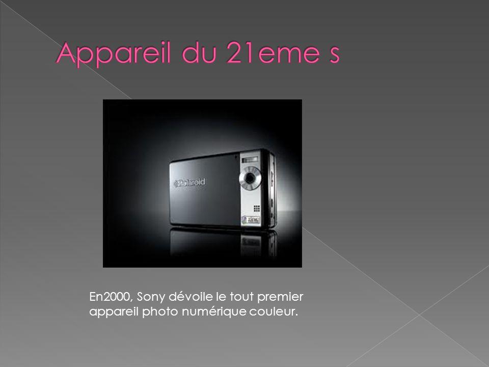 Appareil du 21eme s En2000, Sony dévoile le tout premier appareil photo numérique couleur.