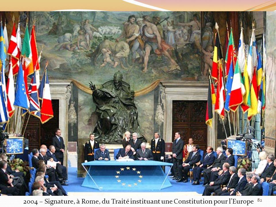 2004 – Signature, à Rome, du Traité instituant une Constitution pour l'Europe