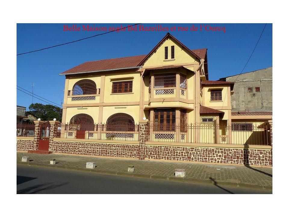 Belle Maison angle Bd Bazeilles et rue de l'Ourcq