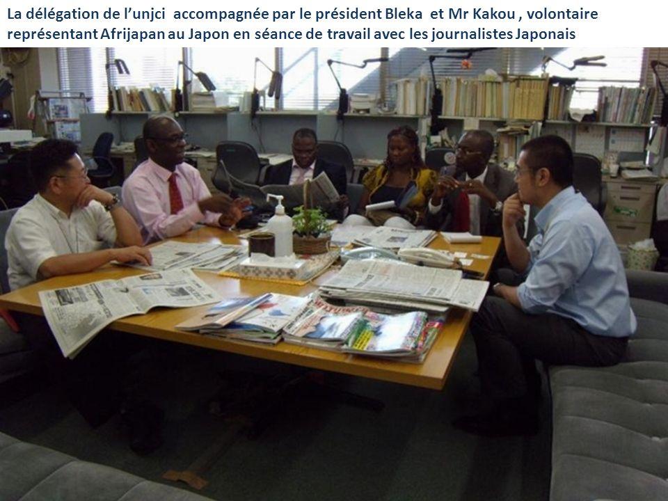 La délégation de l'unjci accompagnée par le président Bleka et Mr Kakou , volontaire représentant Afrijapan au Japon en séance de travail avec les journalistes Japonais