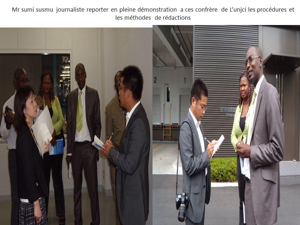Mr sumi susmu journaliste reporter en pleine démonstration a ces confrère de L'unjci les procédures et les méthodes de rédactions