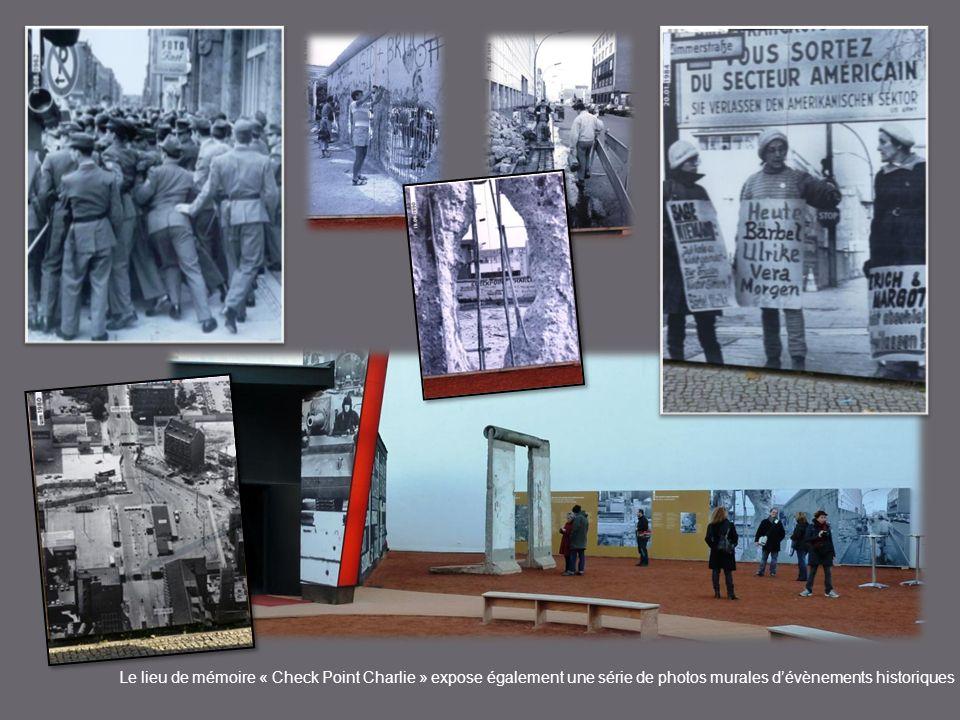 Le lieu de mémoire « Check Point Charlie » expose également une série de photos murales d'évènements historiques