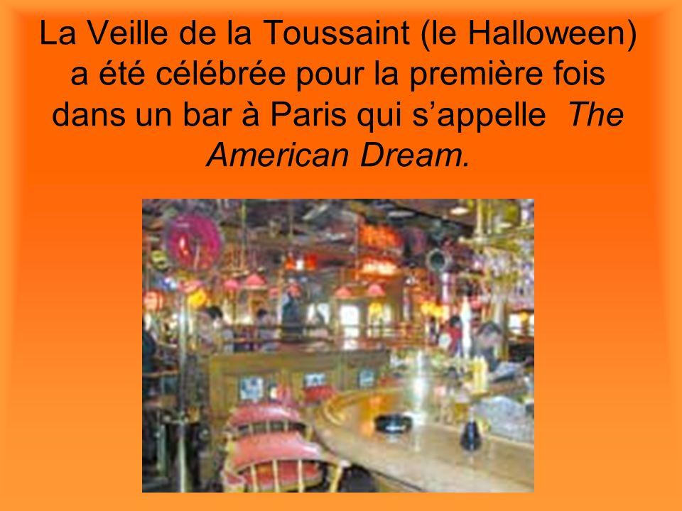 La Veille de la Toussaint (le Halloween) a été célébrée pour la première fois dans un bar à Paris qui s'appelle The American Dream.