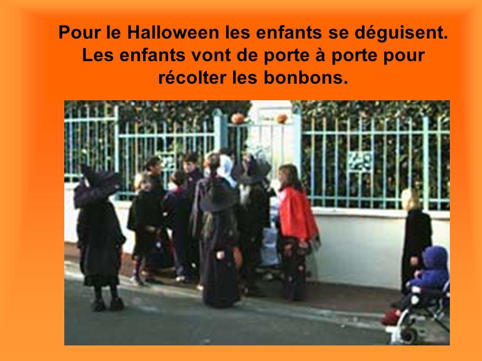 Pour le Halloween les enfants se déguisent