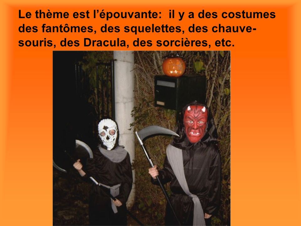 Le thème est l'épouvante: il y a des costumes des fantômes, des squelettes, des chauve-souris, des Dracula, des sorcières, etc.