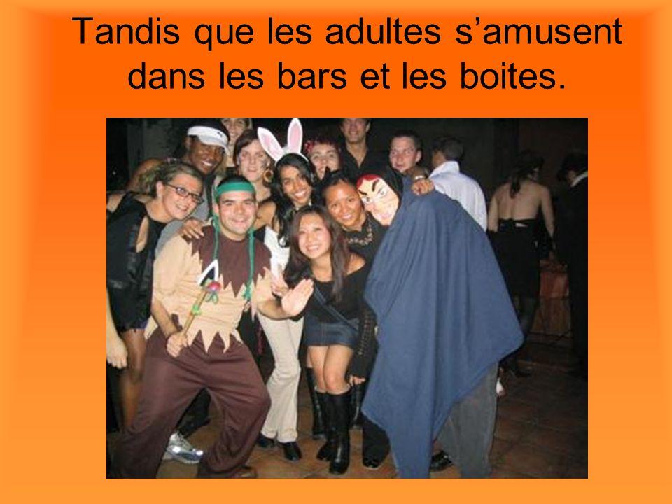 Tandis que les adultes s'amusent dans les bars et les boites.