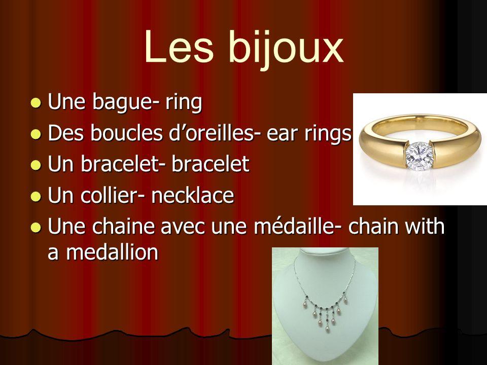 Les bijoux Une bague- ring Des boucles d'oreilles- ear rings