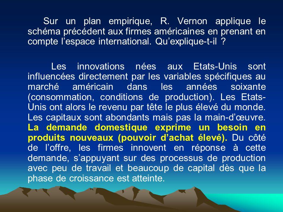 Sur un plan empirique, R. Vernon applique le schéma précédent aux firmes américaines en prenant en compte l'espace international. Qu'explique-t-il