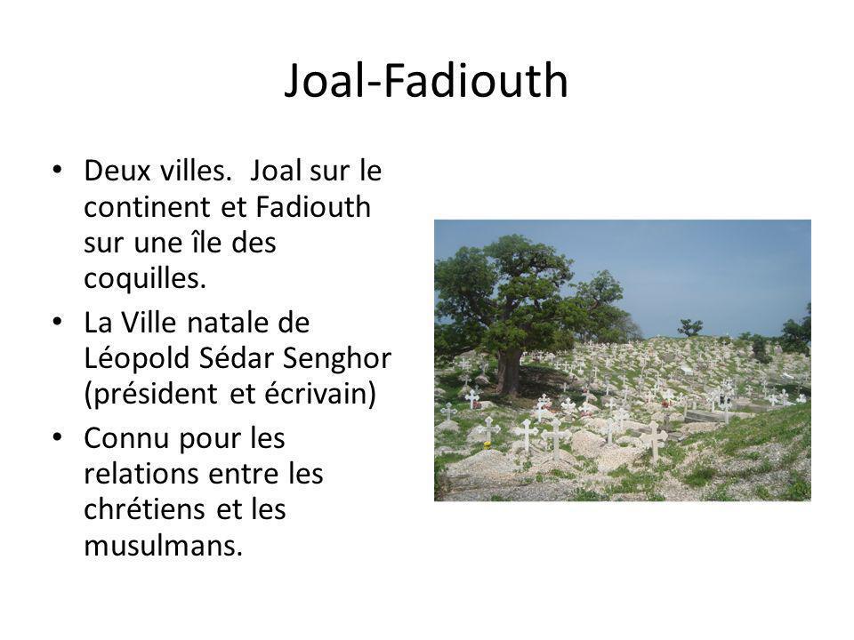 Joal-Fadiouth Deux villes. Joal sur le continent et Fadiouth sur une île des coquilles.