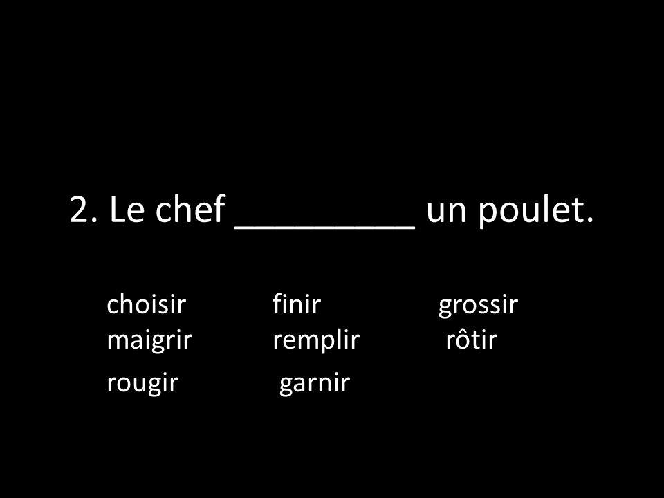 2. Le chef _________ un poulet.