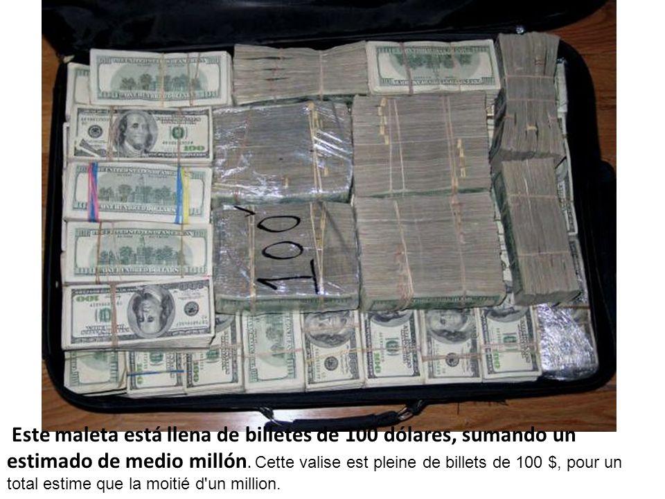 Este maleta está llena de billetes de 100 dólares, sumando un estimado de medio millón.