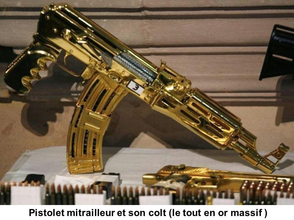 Pistolet mitrailleur et son colt (le tout en or massif )