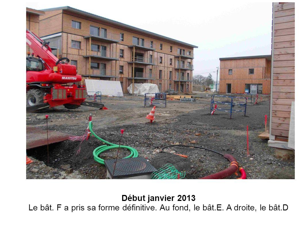 Début janvier 2013 Le bât. F a pris sa forme définitive. Au fond, le bât.E. A droite, le bât.D