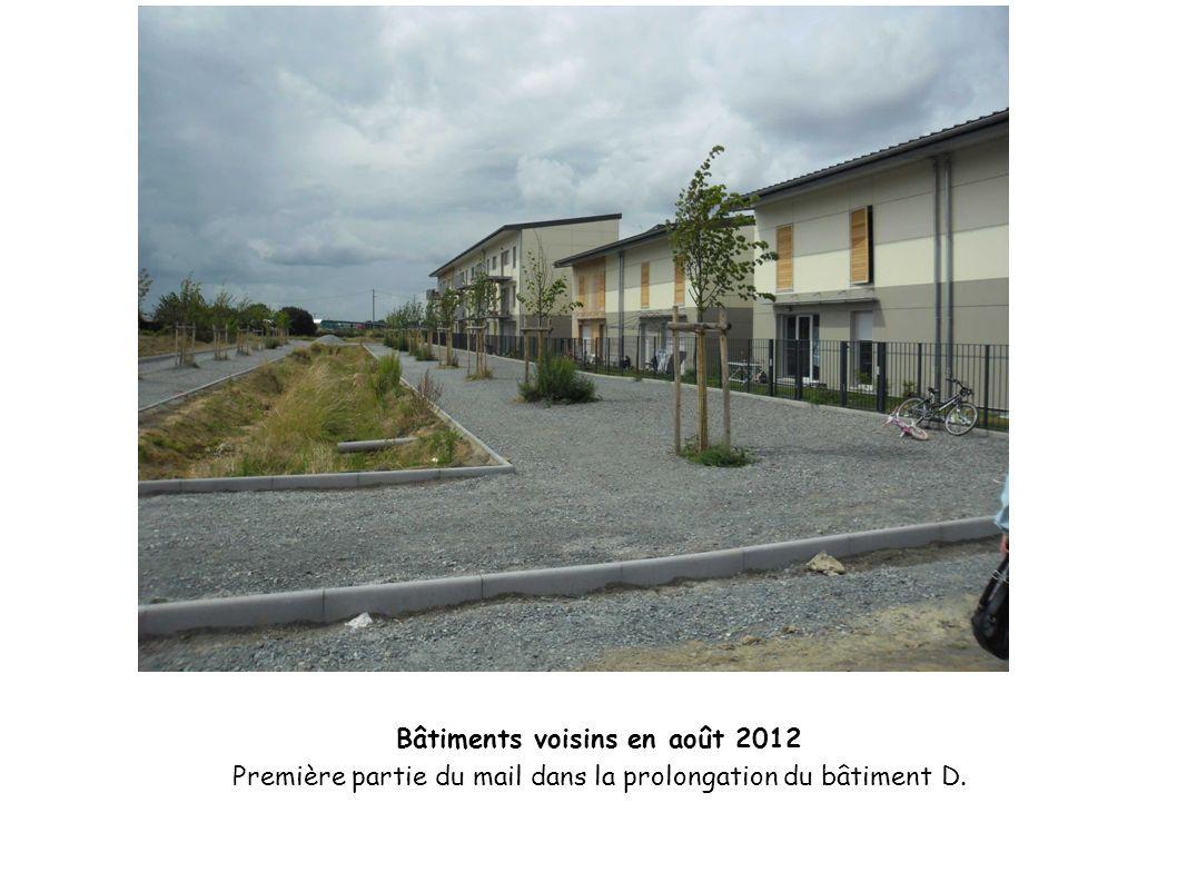 Bâtiments voisins en août 2012