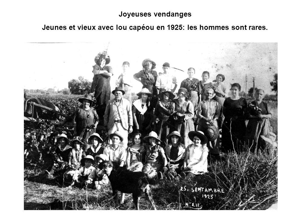 Jeunes et vieux avec lou capéou en 1925: les hommes sont rares.