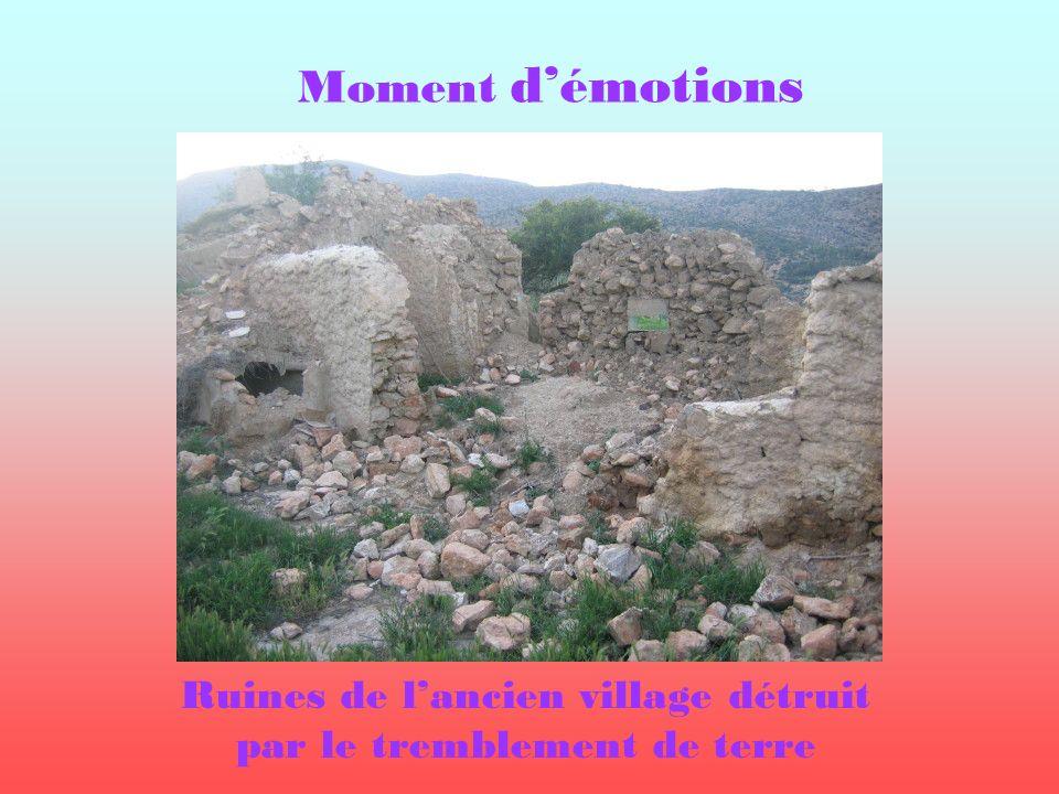 Ruines de l'ancien village détruit par le tremblement de terre