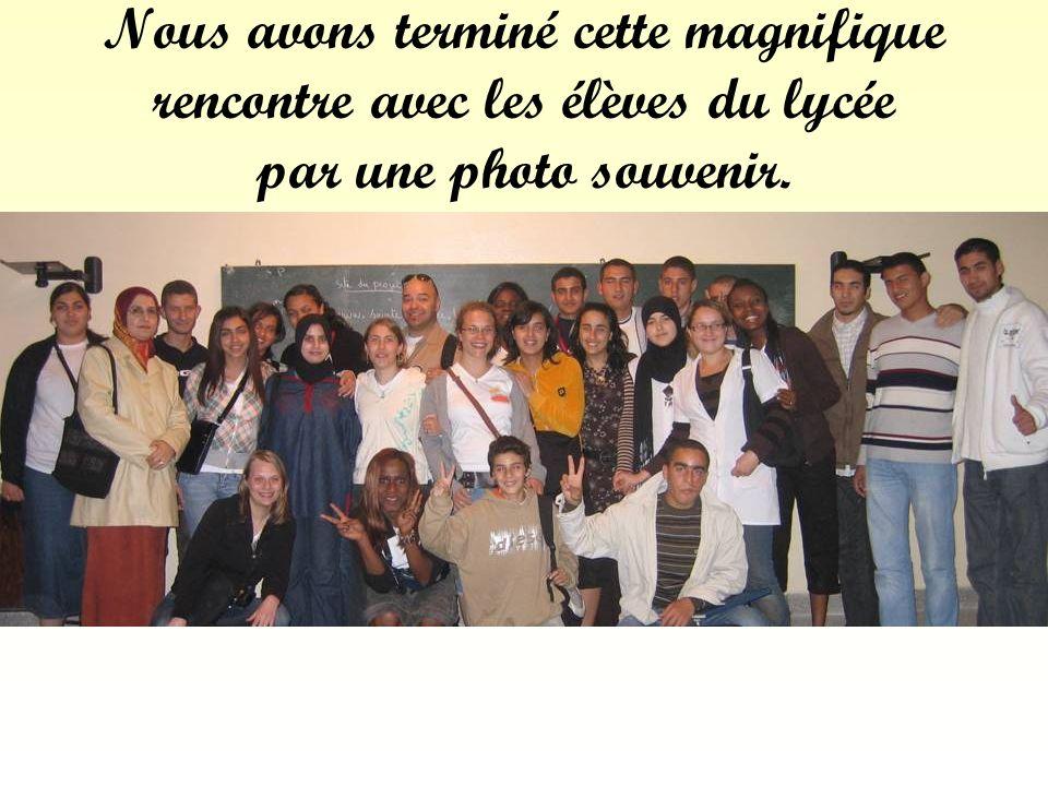 Nous avons terminé cette magnifique rencontre avec les élèves du lycée par une photo souvenir.