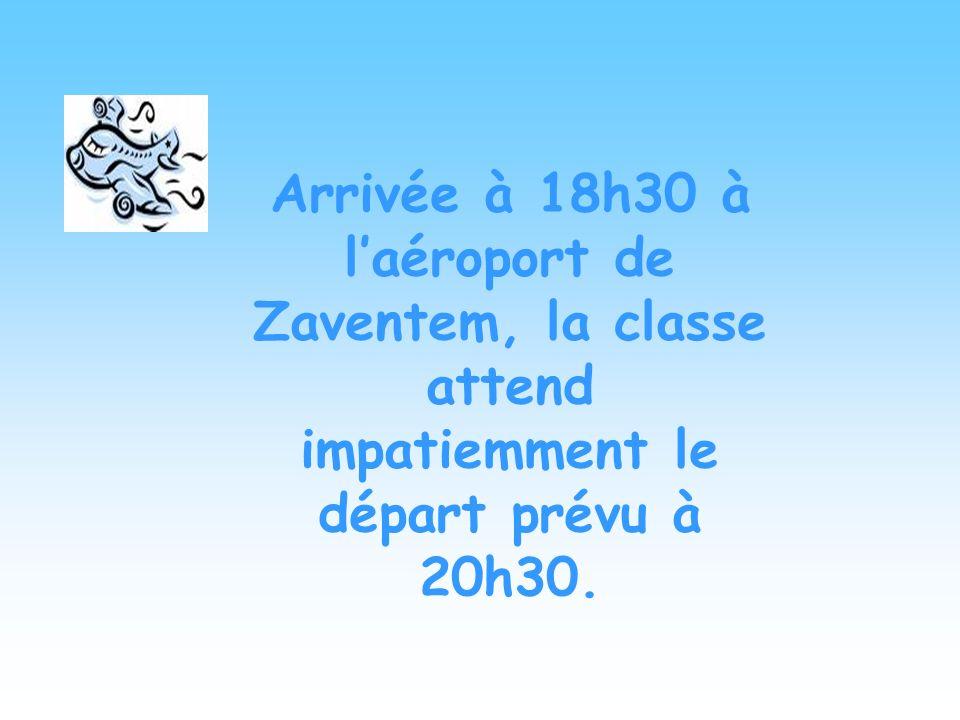 Arrivée à 18h30 à l'aéroport de Zaventem, la classe attend impatiemment le départ prévu à 20h30.
