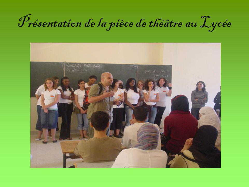 Présentation de la pièce de théâtre au Lycée