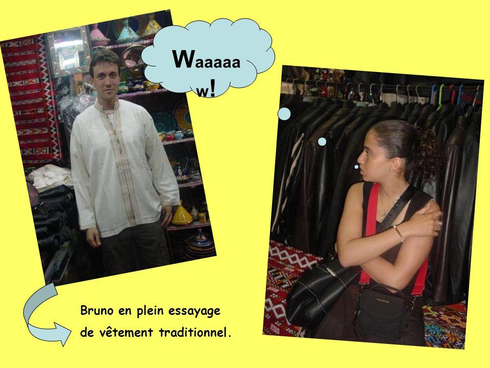 Waaaaaw! Bruno en plein essayage de vêtement traditionnel.